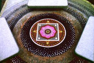 石の床モザイク(制作:遊工房)